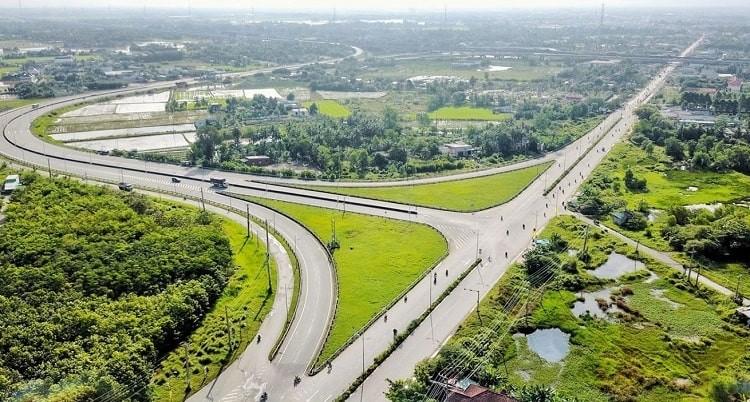 Hệ thống hạ tầng giao thông kết nối các vùng với Long An đang ngày một hoàn thiện