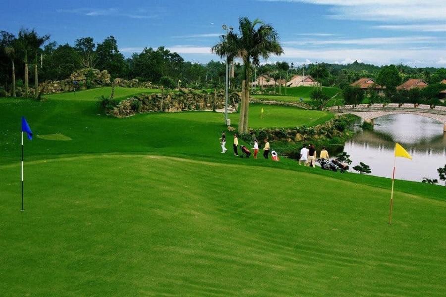 Sân golf quốc tế West Lakes