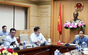 Phó thủ tướng Chính phủ và Bộ trưởng Bộ Y tế đã tổ chức cuộc họp khẩn