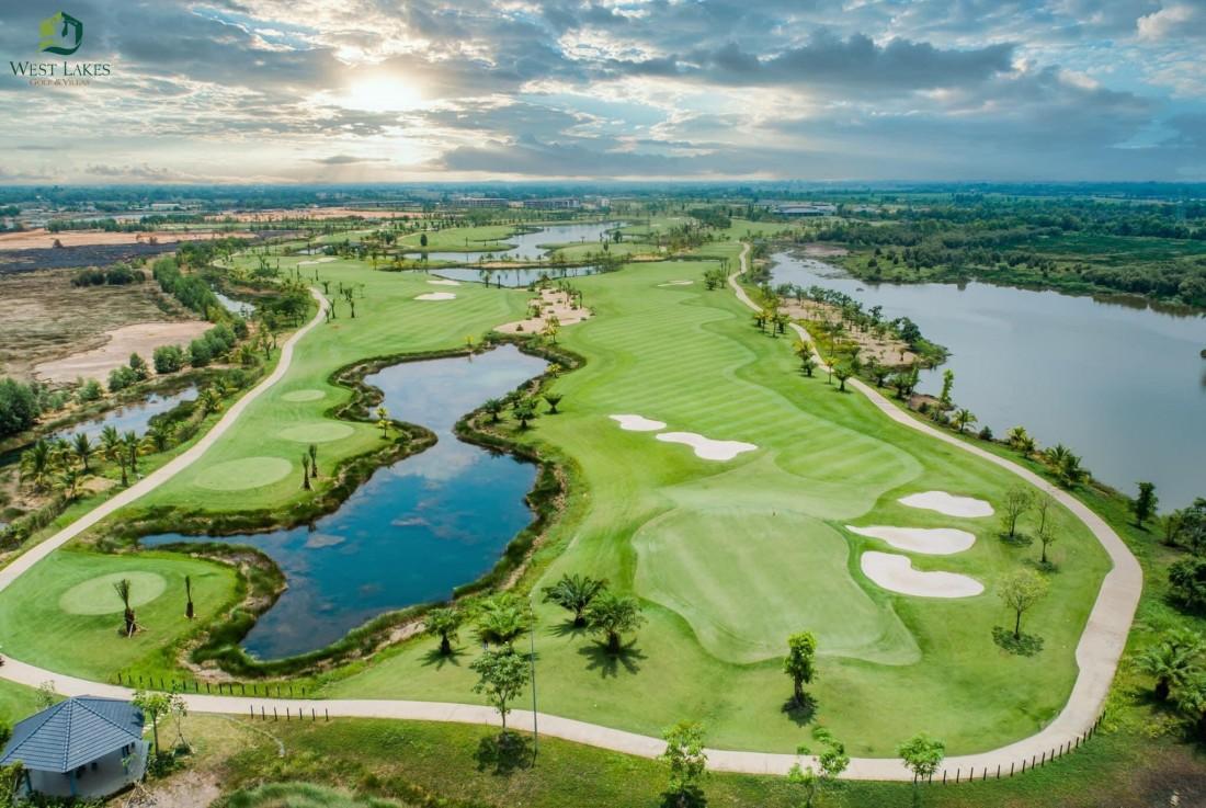 một phần sân golf của dự án West Lakes