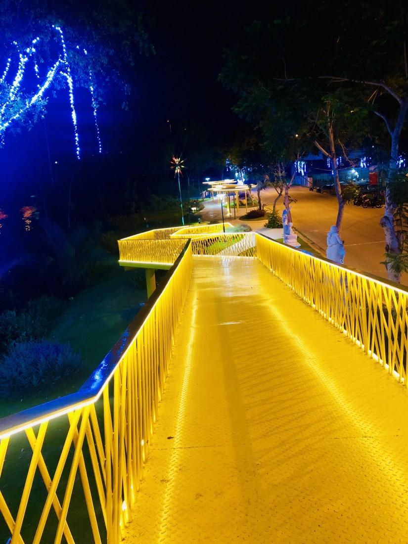 Công viên nhạc nước ven sông
